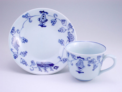 有田焼 青花 唐草異人百合型コーヒー碗皿