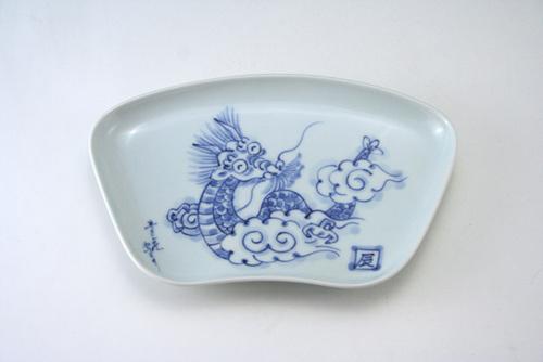 有田焼 青花 干支龍飾り扇形皿